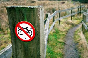 No_cycling_sign_at_the_start_of_a_footpath
